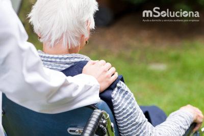 El valor de un cuidador profesional para personas dependientes en Navidad